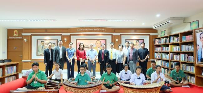 คณะผู้บริหาร จาก Guangxi Overseas Chinese School มาเยี่ยมชมโรงเรียนธนบุรีวรเทพีพลารักษ์